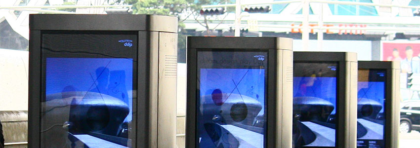 Ways to Use Your Digital Signage Kiosk at Your Next Trade